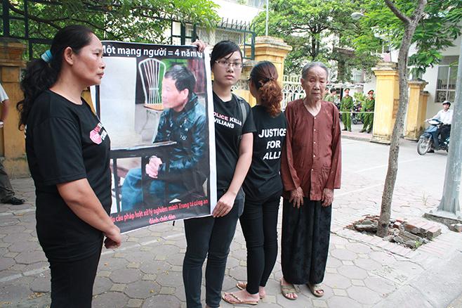 2012_vietnam_police_PRESSER-English_0